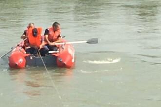Copilul de 14 ani căutat în Jiu a fost găsit mort. Fratele lui de 9 ani s-a înecat în acelaşi loc