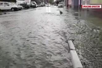 O femeie dintr-o zonă inundată a sunat la Salvare, dar după ce a fost scoasă cu targa prin apă s-a răzgândit