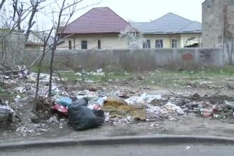 O femeie din Mehedinți a primit, prin poștă, gunoiul aruncat la marginea unui drum