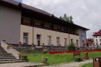 Turiștii care ajung la Predeal se plâng că stau numai între patru pereți
