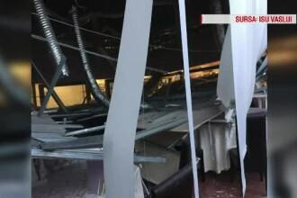 Tavanul unui restaurant din mall-ul din Vaslui s-a prăbuşit peste oameni. 3 răniţi, între care un copil