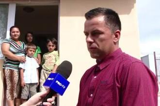 A construit două case pentru familii sărace doar din donaţii de pe Facebook.