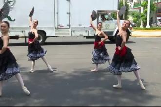 Orașul în care balerinele dansează în fața șoferilor atunci când așteaptă la semafor