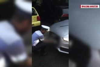 Momentul în care polițiștii îi dau jos numerele anti-PSD șoferului din Suedia