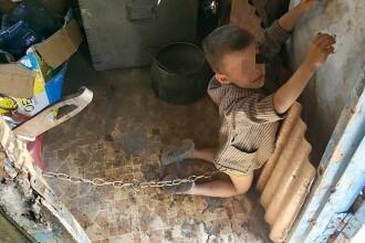 Copil de 6 ani, legat cu lanţul în grajd şi biciuit de tatăl său. Explicaţia părintelui