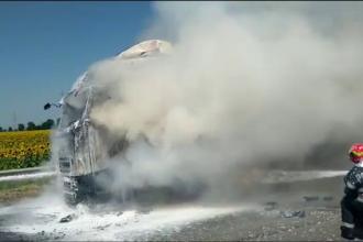 Un TIR cu apă plată a luat foc în mers, lângă Ploieşti. Cum s-a salvat şoferul