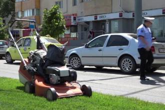 Bărbat din Vaslui, în comă după ce a traversat neregulamentar ca să tundă iarba