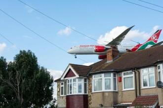 Un englez s-a trezit în grădină cu un cadavru căzut dintr-un avion.