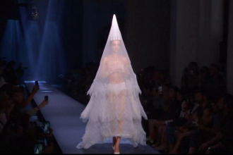 Săptămâna modei de la Paris, inspirată din stilul anilor '70. Piesa de rezistență a colecției