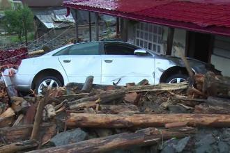 Scene apocaliptice în Rucăr: case și mașini distruse de viitură. Fetiță luată de ape