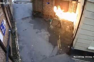 VIDEO. Un terorist incendiază o sinagogă, dar focul îi explodează în față