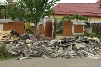 Un fuior de tornadă a făcut prăpăd într-o comună ieșeană. O femeie a ajuns la spital