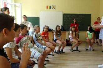 Voluntari din mai multe țări îi învață cultura europeană pe copiii români de la sate