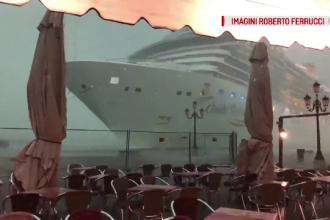Momentul în care un vas de croazieră era să se izbească de faleză, în Veneția