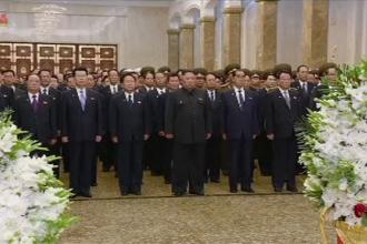 Kim Jong-un l-a omagiat pe bunicul său, Kim Ir Sen, la 25 de ani de la moartea acestuia