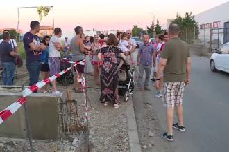 Locuitorii unui cartier din Bragadiru nu au trotuare. Cum se chinuie oamenii să se deplaseze