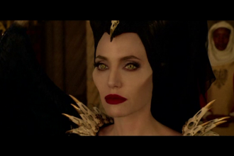 Angelina Jolie revine pe marile ecrane în rolul vrăjitoarei Maleficent