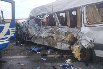 Accident cu 19 răniţi şi 1 mort în Olt. Trei maşini, două tiruri şi un microbuz s-au ciocnit
