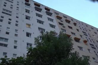 Un copil de 2 ani a murit după ce a căzut de la etajul 9. Era acasă cu tatăl lui