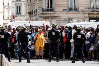 """Protest al """"vestelor negre"""" la Panteonul din Paris. Ce nemulțumiri au oamenii. FOTO"""
