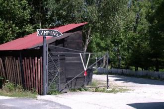 România, ţară de pensiuni şi hoteluri, dar fără campinguri.