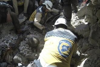 Bebeluş încă legat cu cordonul ombilical de cadavrul mamei sale, găsit după un atac în Siria