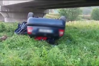 Mașină căzută de pe un pod, la Câmpulung. Gestul care i-a salvat viața șoferului