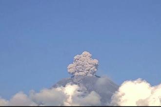 Momentul în care vulcanul Popocatepetl aruncă cenușa în aer, aproape 5 km. VIDEO