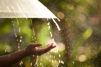 Vremea se răceşte considerabil şi vom avea parte de multe reprize de ploi zgomotoase. Prognoza meteo