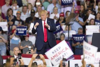 """Trump a convins mulțimea să scandeze """"trimiteți-o înapoi"""", cu privire la Ilhan Omar. VIDEO"""