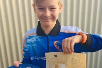 Un copil a găsit pe plajă o sticlă cu un bilet vechi de 50 de ani: ″Răspundeţi, vă rog″