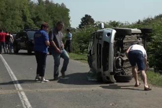 Eroarea comisă de un tânăr șofer a băgat în spital trei persoane. Gestul făcut