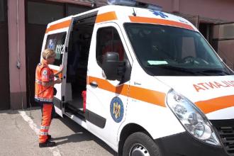 Bărbat arestat după ce şi-a înjunghiat de trei ori iubita în Arad