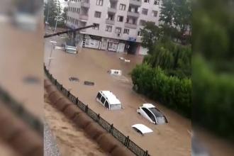 Zone turistice din Turcia, lovite de inundații. Mașini și case, acoperite de ape