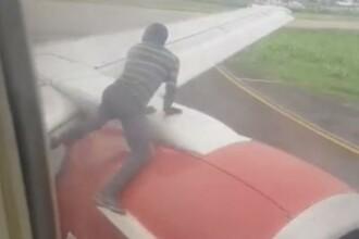 VIDEO. Un bărbat a sărit pe motorul unui avion, cu puțin înainte de decolare
