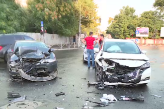 Accident violent, cu 4 răniți, pe o stradă din Capitală. Manevra făcută de un șofer