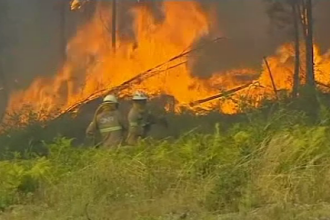 Incendii devastatoare în Portugalia: mii de oameni evacuați, drumuri închise