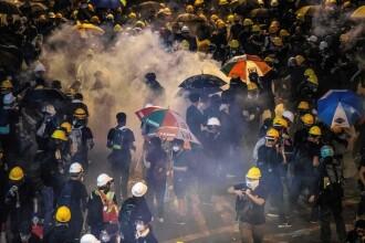 Incidente în Hong Kong. Poliţia a folosit gaze lacrimogene împotriva manifestanților