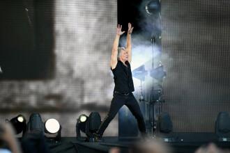 """VIDEO. Romanii, dezamagiti de concertul Bon Jovi: """"Nu il mai tine vocea"""". Reactia starului"""
