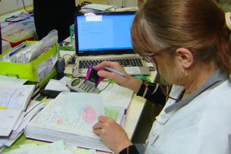 Sănătatea românilor depinde de un sistem care e la un pas de colaps. Dezastrul de la CNAS