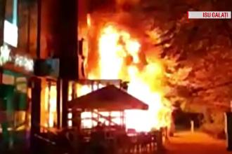 Restaurant din centrul Galatiului, cuprins de incendiu. Vâlvătaia puternică a topit bucăţi din faţada