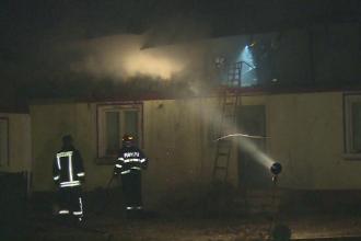 Piromanul din Dâmbovița, prins de polițiști. A incendiat casa părintească
