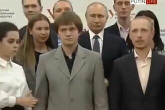 Reacția lui Putin după ce un student înalt s-a așezat în fața lui la o poză de grup. VIDEO