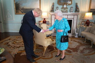 Boris Johnson a devenit oficial premier. E comparat cu Trump pe care l-a făcut