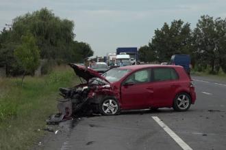 4 oameni au ajuns la spital după o manevră periculoasă a unui șofer de 74 ani
