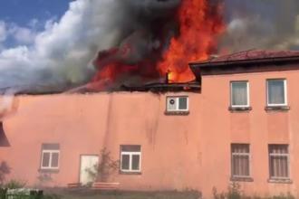 Incendiu puternic într-o localitate din Olt. Arhivele unei primării au ars în totalitate