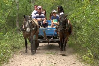 Locul din România unde turiştii au voie să intre doar în căruţe.