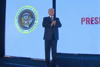 Trump, victima unei farse. Sigiliul prezidențial, înlocuit de un simbol militar rusesc