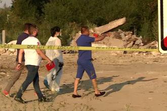 Cadavrul unei femei, găsit în moloz de muncitori la marginea Capitalei. Cine ar fi ucigaşul