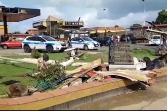 Vestul Europei, lovit de furtuni. O femeie a murit, după ce mașina a fost luată de tornadă